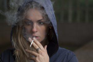 Dlaczego papierosy i białe zęby nie idą w parze?