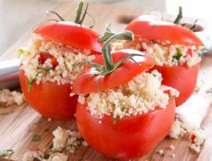 delikatna kasza kuskus podana w pomidorach