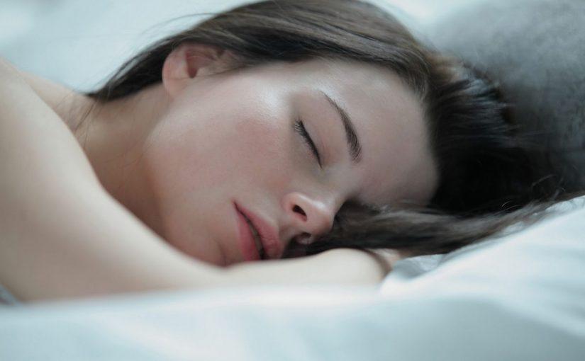 Czym krem na noc różni się od kremu na dzień?
